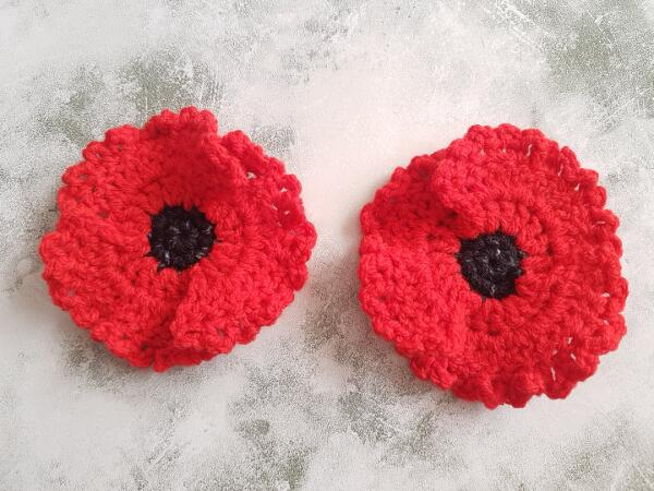 Quick & Easy Crochet Poppy Flower Applique With 3 Petals Free Pattern by Crafting Happiness
