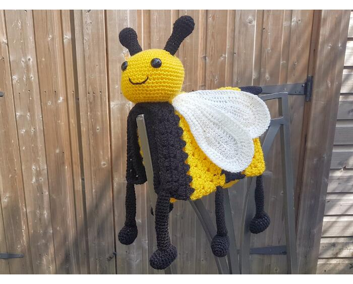 3in1 Happy Bee Baby Blanket Crochet Pattern by Crafting Happiness