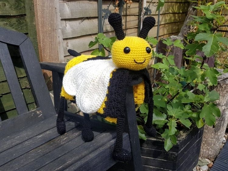 BEE-ANIMAL-BABY-BLANKET-BLOG