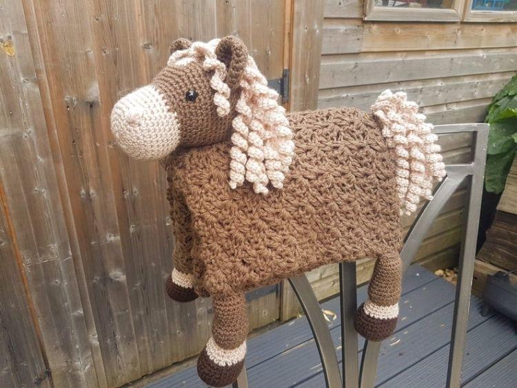 HORSE-ANIMAL-BABY-BLANKET-BLOG